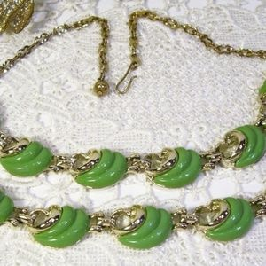 R-1708 Vtg Green Thermoset Necklace Bracelet Set